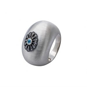 Srebrny pierścień z naturalnym topazem oraz cyrkoniami.
