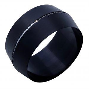 Aluminum anodowane na czarny kolor, cyrkonie - produkt na indywidualne zamówienie. Cena 1100 - 1700 zł