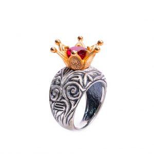 KSP56O/Z srebro oksydowane, cyrkonia w kolorze rubinu. Cena: 540 zł
