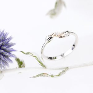 Pierścionek z białego złota